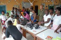 Isdefe dona material informático y sanitario en Zona de Operaciones